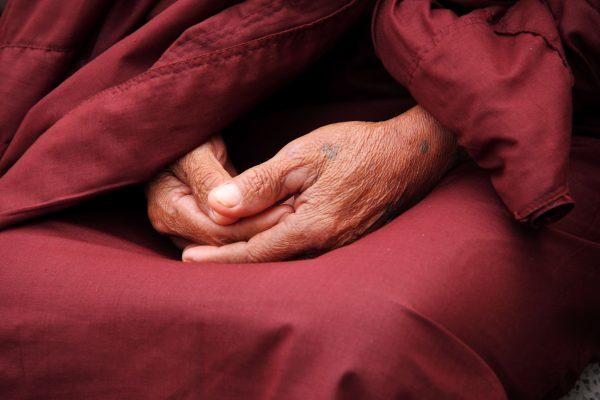 moine en prière Road Trip Evasion